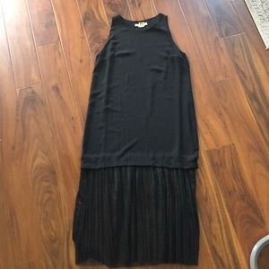Black crepe Elizabeth and James shift dress sz sm
